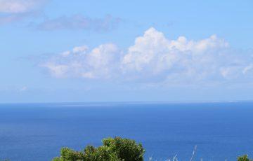 気持ちの良い青い海と空と白い雲