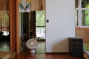 部屋と部屋の間にカモメファン