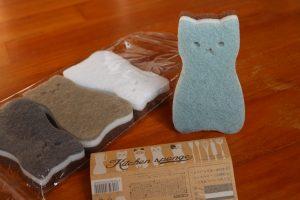 立つ猫スポンジ