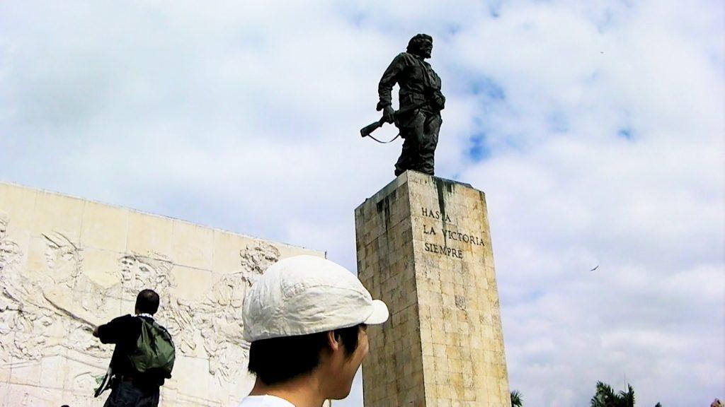 ゲバラの銅像