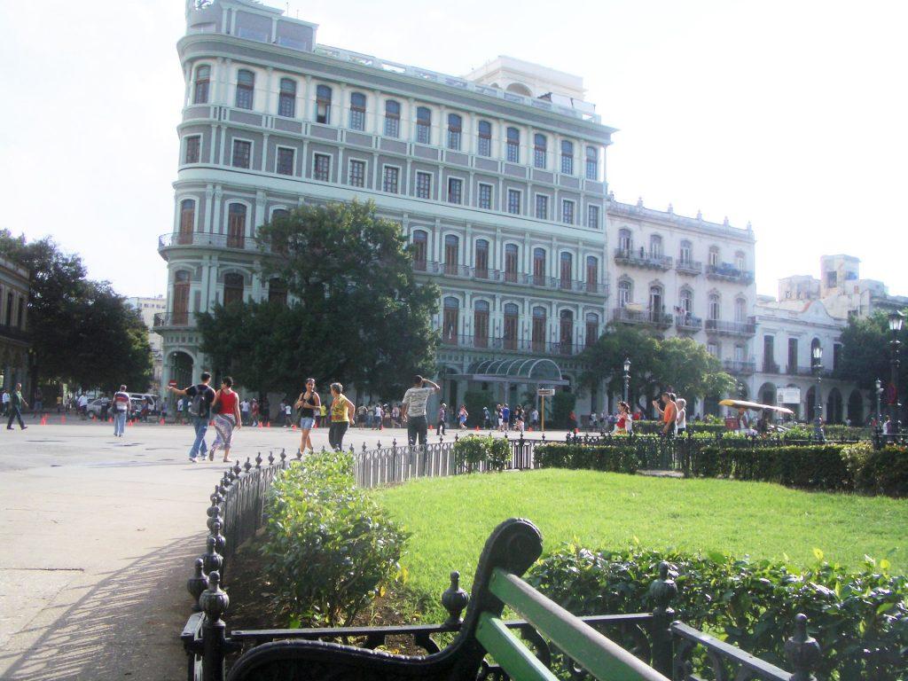 キューバの明るい街並み