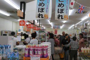 大混雑のスーパー