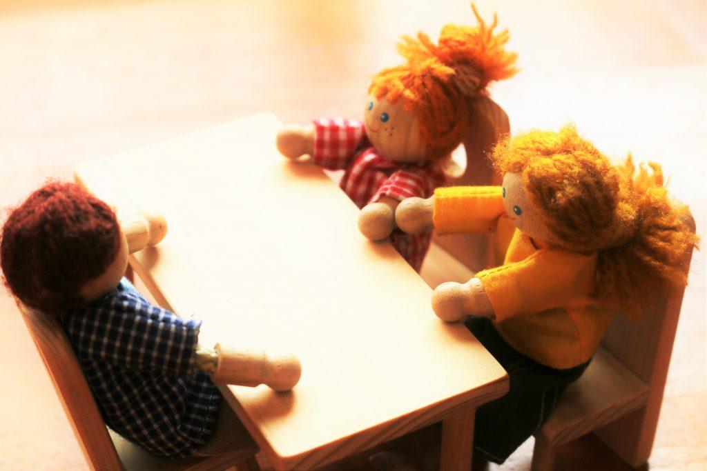父と長女と次女で囲むテーブル