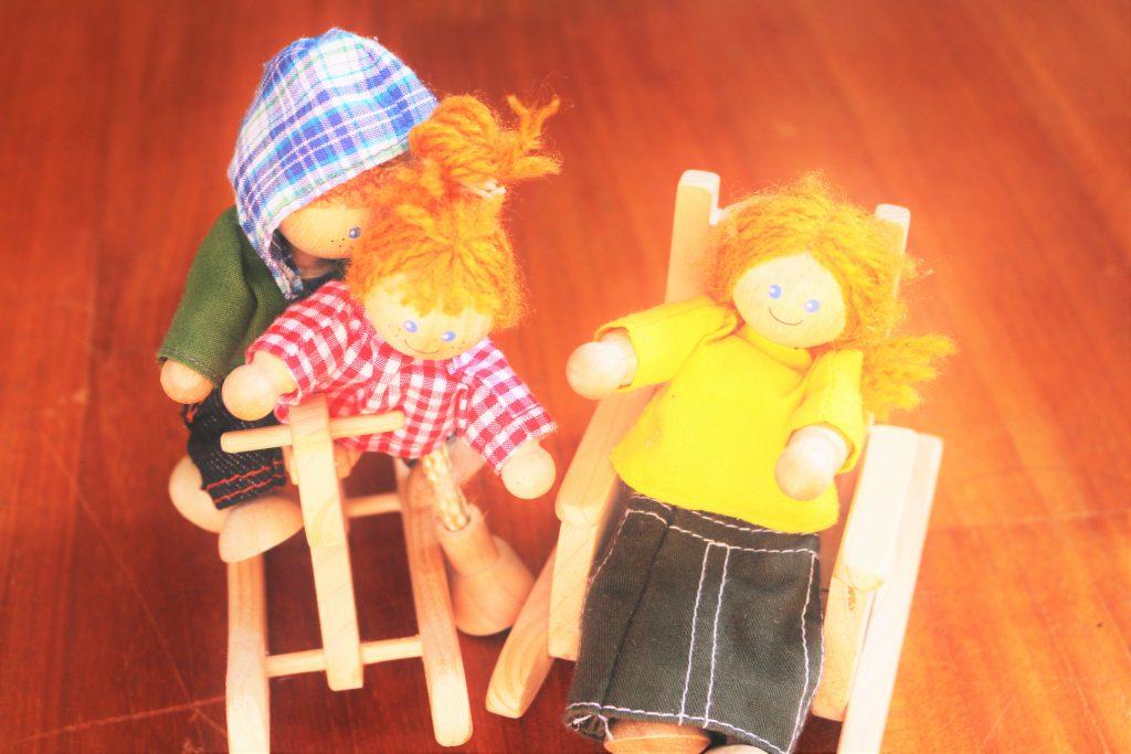 三人の子どもたちのお人形