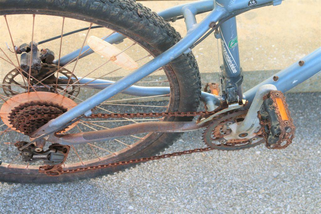 錆びた自転車のチェーン