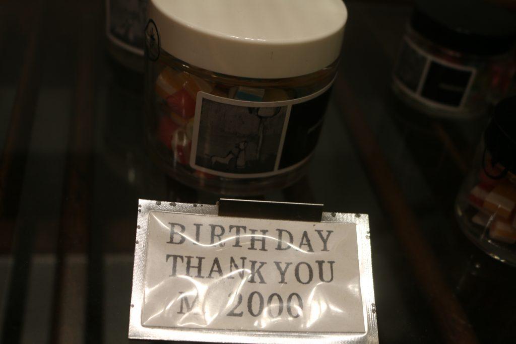 2000円の瓶入りキャンディ