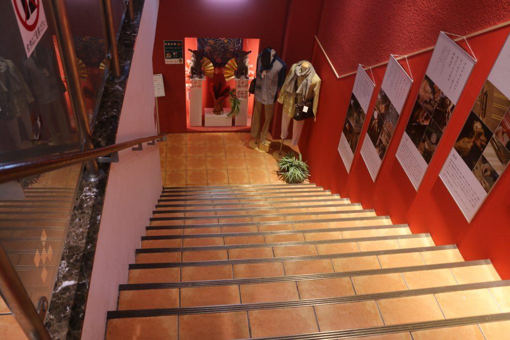 地価売り場への階段