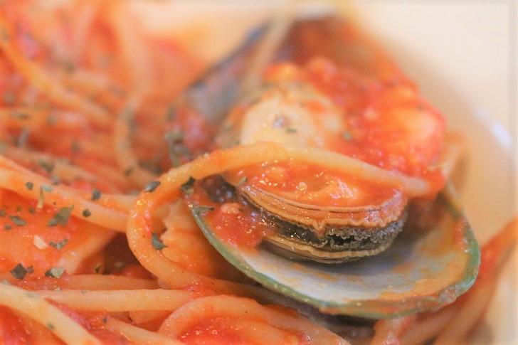魚介をふんだんに使ったトマトパスタ