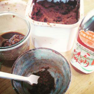 醤油麹と三河味醂、自家製味噌で調味料作り
