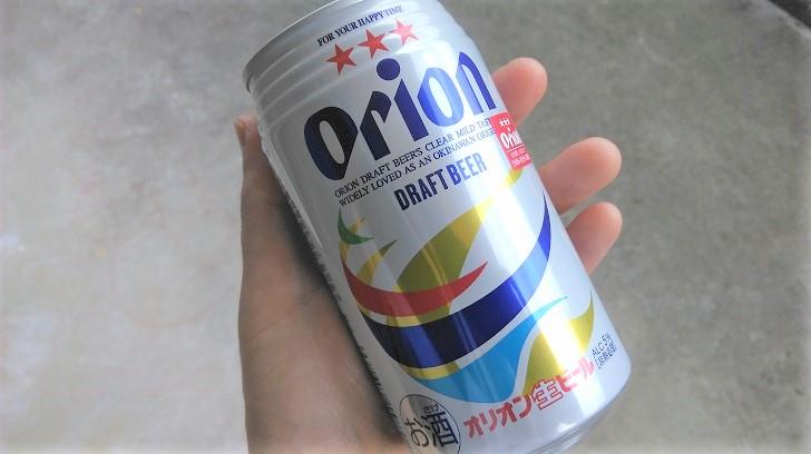 手に持ったオリオンビール