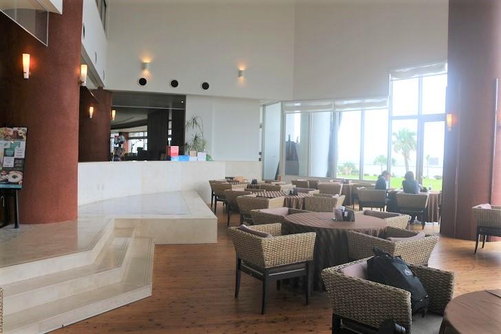 ホテルのラウンジ兼カフェ