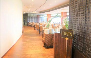 ホテルのレストラン入口
