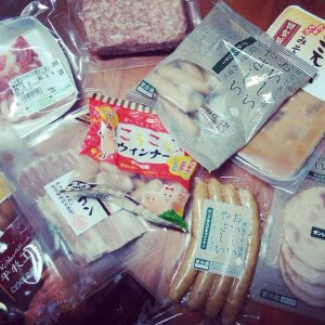 平田牧場から届いたお肉と加工品の数々