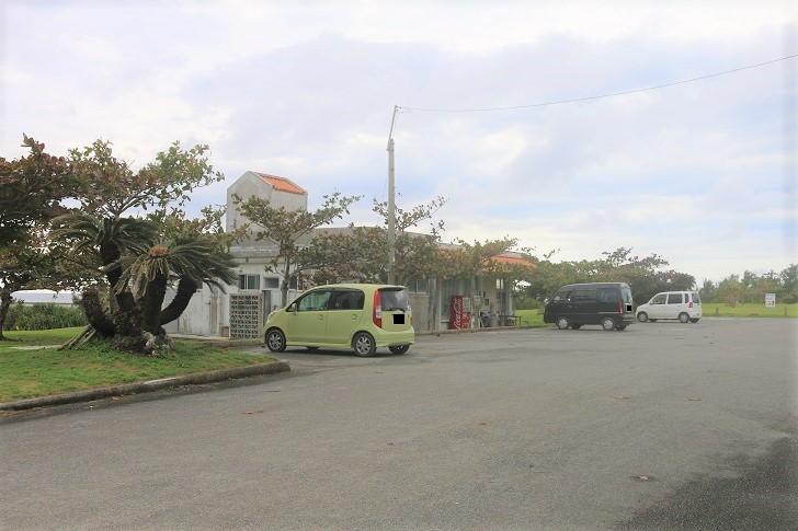 駐車場とパーラー