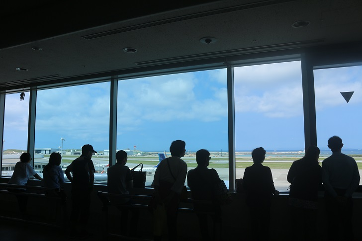 那覇空港4階の窓辺