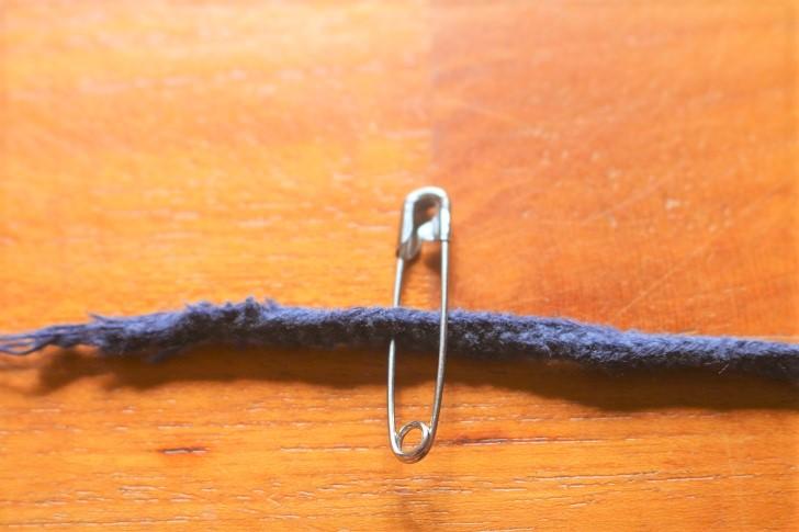 安全ピンと紐