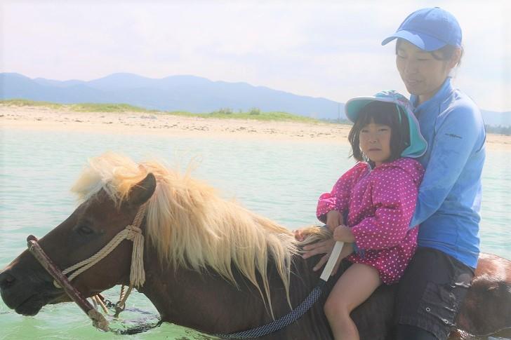 海と馬と親子