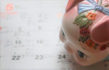 カレンダーと貯金箱