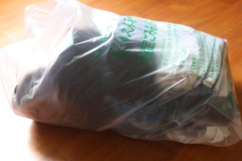 ゴミ袋に入れられた処分服たち1