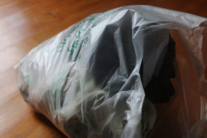 ゴミ袋に入れられた処分服たち2