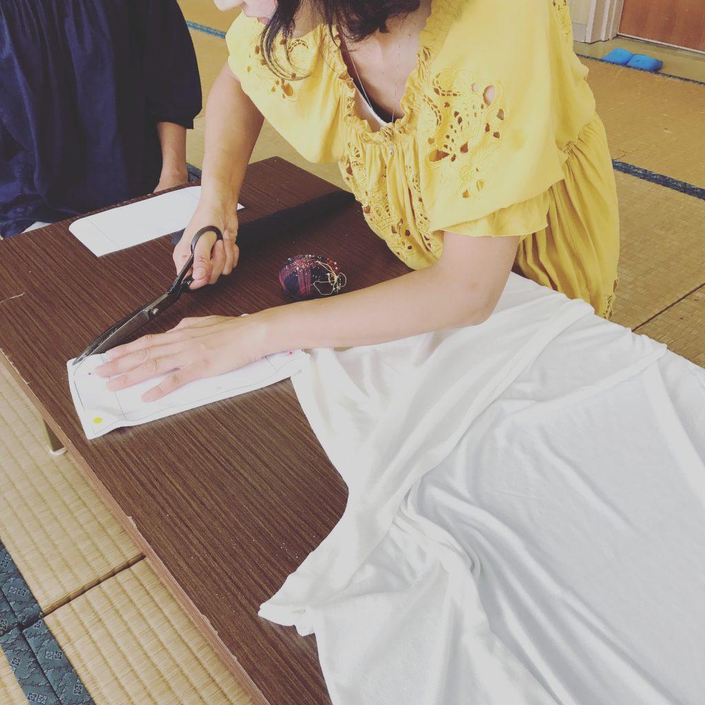 布ナプキン用の布を裁断する様子5