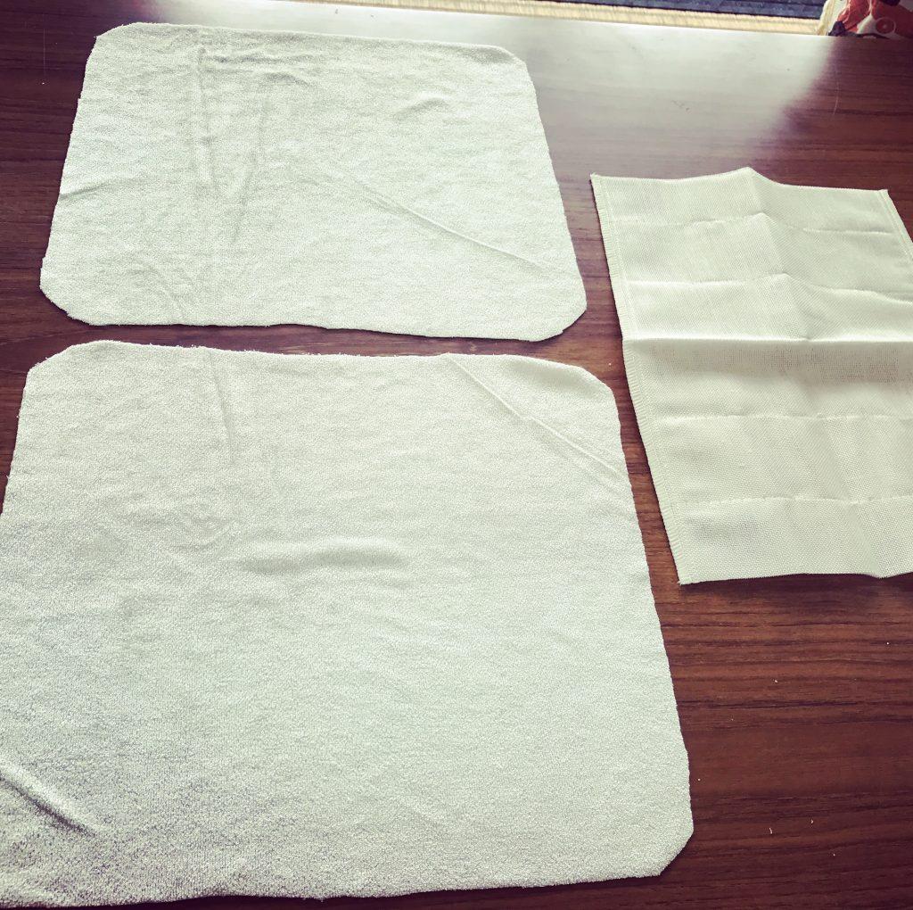 布ナプキン用の裁断した布が揃った様子