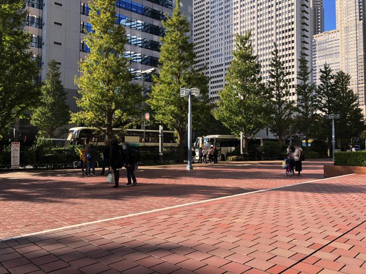 新宿センタービル前