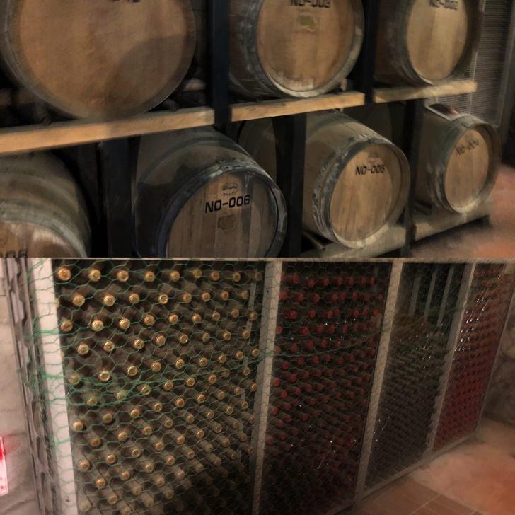 ワインの樽と瓶