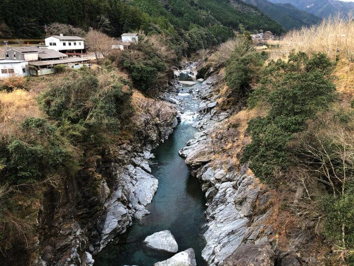 橋からv字渓谷