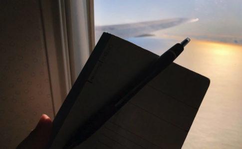 飛行機と空とノート